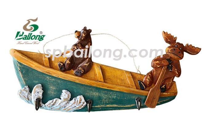 墙壁挂渔船和动物